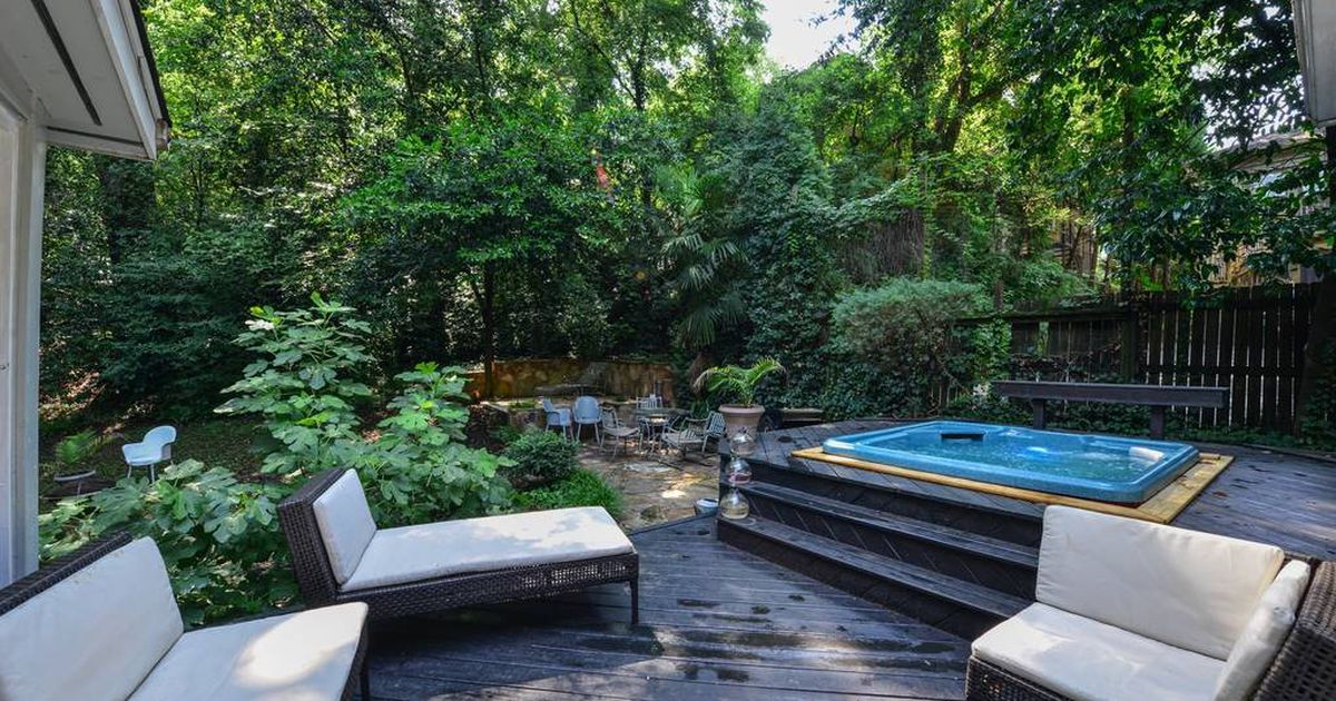 6 Atlanta Airbnbs With Enticing Hot Tubs For Cold Weather Staycations