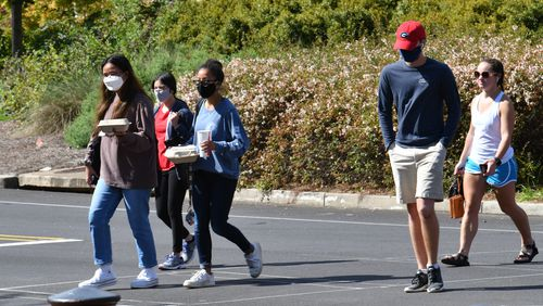 Students mostly wear face masks as they make their way through the campus in the University of Georgia campus in Athens on Wednesday, September 23, 2020.  (Hyosub Shin / Hyosub.Shin@ajc.com)