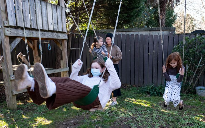 210115-Atlanta-Jennifer Holdbach with her children Riley, 11, Etta, 8 and Laly, 6, shot Friday, Jan. 15, 2021 at their home in Virginia-Highland.  Ben Gray for the Atlanta Journal-Constitution