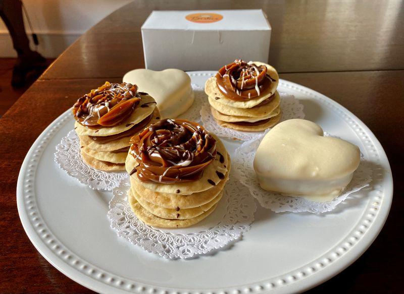 Besties se especializa en deliciosos postres, muchos de los cuales están hechos con dulce de leche argentino y chocolates belgas, como rougeles y alfajores.  Wendell Brook para The Atlanta Journal