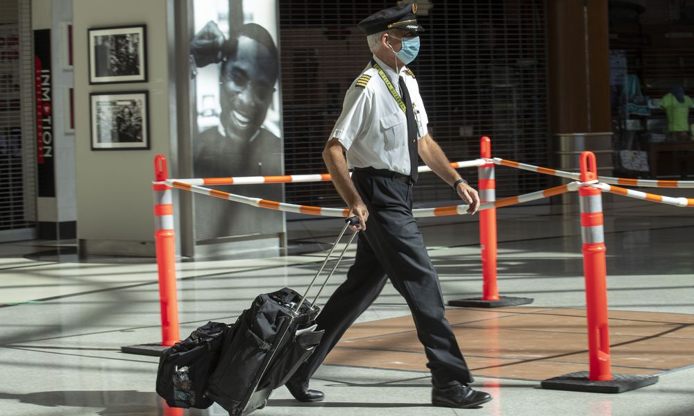Delta pilots vote on measure to cut furloughs, further talks possible