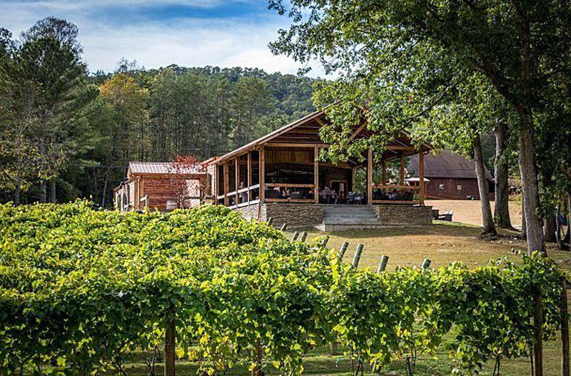 Artisans aan het werk in Noord-Georgia: Bear Claw Winery in Blue Ridge